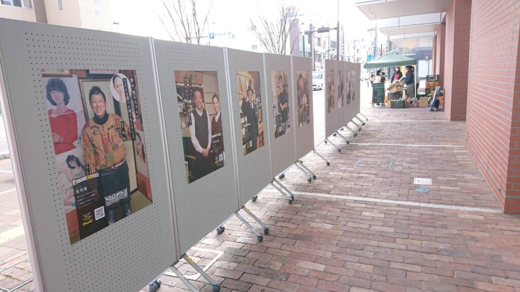 [21/03/27]アンフォーレ前でポスター展示をおこなっています|[公式]みゆき商人図鑑|安城市御幸商店街振興組合